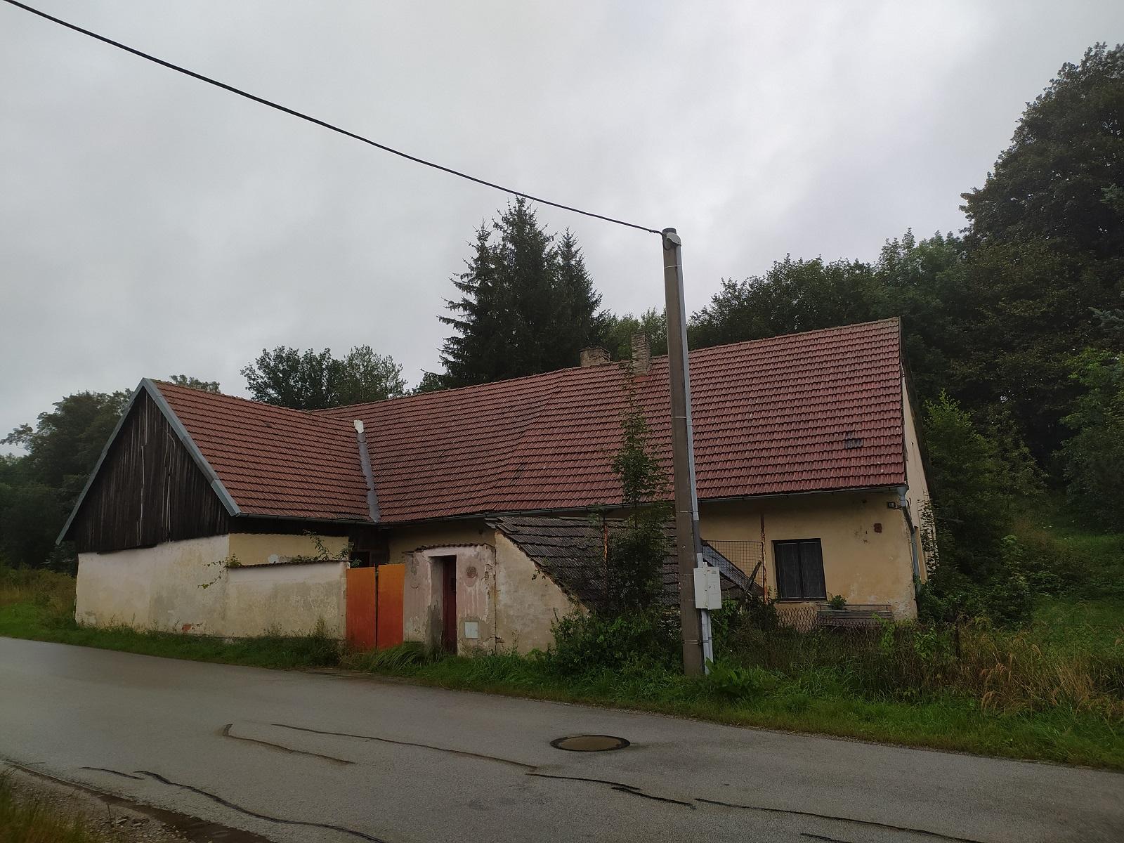 EXE_Podíl 1/3 rodinného domu v obci Lodhéřov,