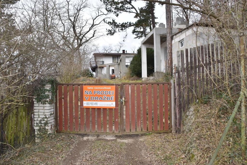 Dům pro rodinnou rekreaci v obci Zadní Třebaň, okres Beroun